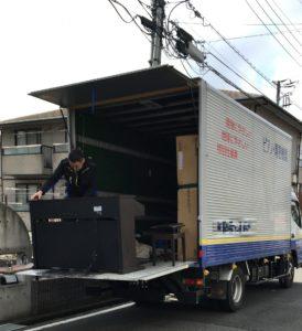 電子ピアノをトラックへ